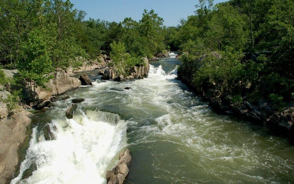 مياه الفيجة بدمشق مهددة بالتلوث جراء تحطم شبكة الصرف الصحي