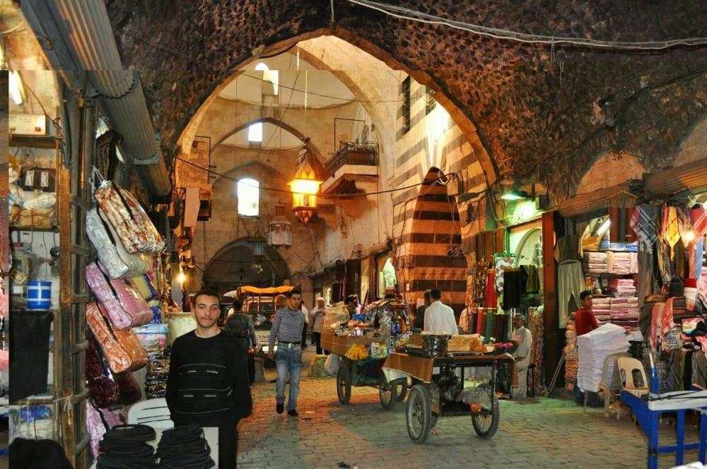 أسواق مدينة حلب تحت سطوة الجمارك بحجة ضبط مهربات