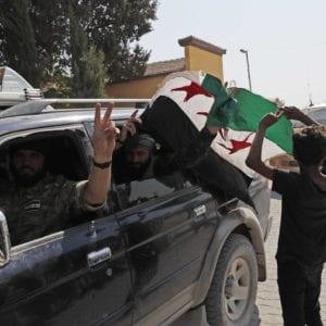 مقاتلون في الجيش الوطني قرب الحدود السورية بمنطقة أورفا التركية - أسوشيتد برس أكتوبر 2019