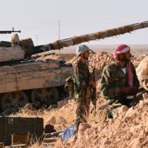 قوات موالية للحكومة في ريف دير الزور الشمالي - أ ف ب 2017