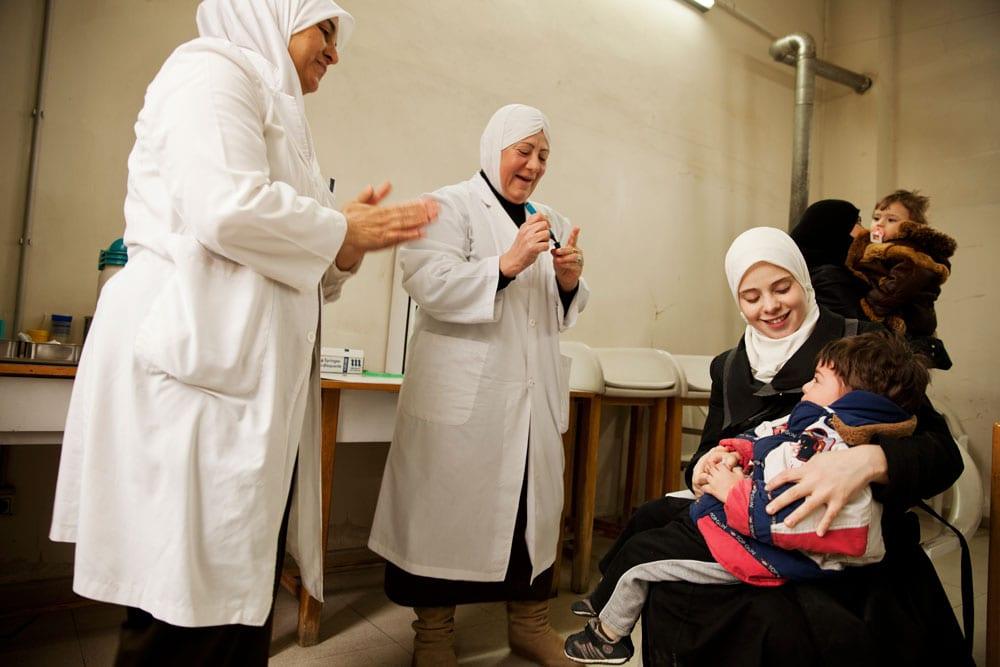 حوامل سوريا.. معاناة قبل الولادة وبعدها