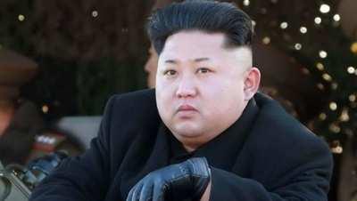 أم كورية تواجه السجن لإنقاذها طفليها وترك صورة القائد تحترق!