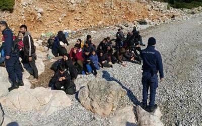 بينهم 28 سورياً.. اعتقال عشرات المهاجرين في إزمير التركية