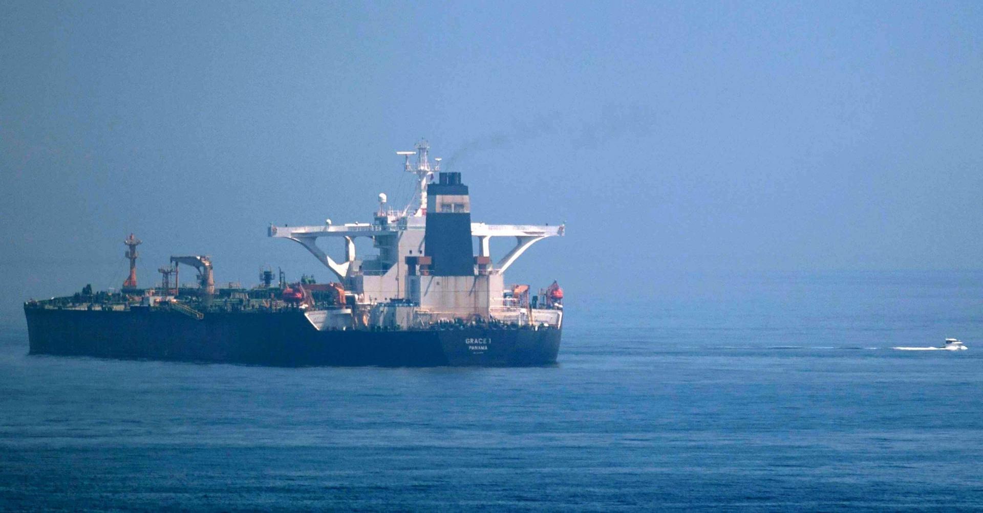 تحقيق يكشف سرّ سفينة الشحن «الغامضة» التي تنتقل بين إيران وسوريا
