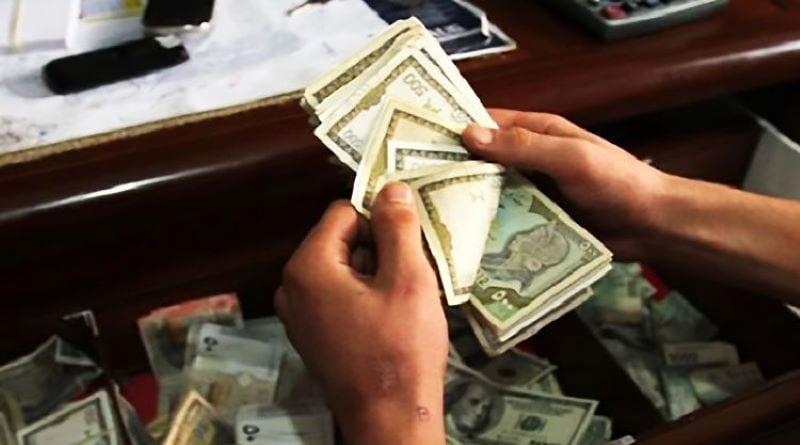 لا حوالات ولا تنقلات… سوريون يبيعون أثاث منازلهم لتقاسم النفقات