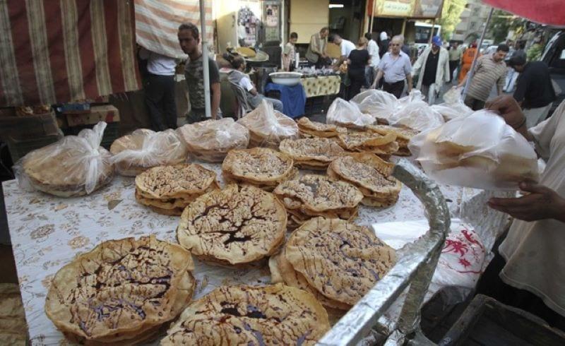 السوريون يستقبلون شهر رمضان مع شبح كورونا والأسعار والحرب