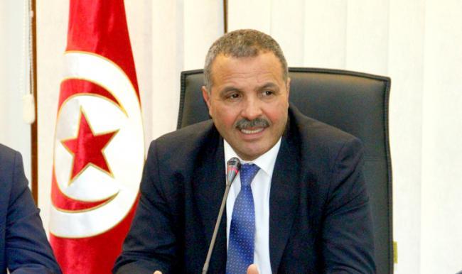 """فيديو: دموع وزير الصحّة التونسي خلال الحديث عن """"كورونا"""""""