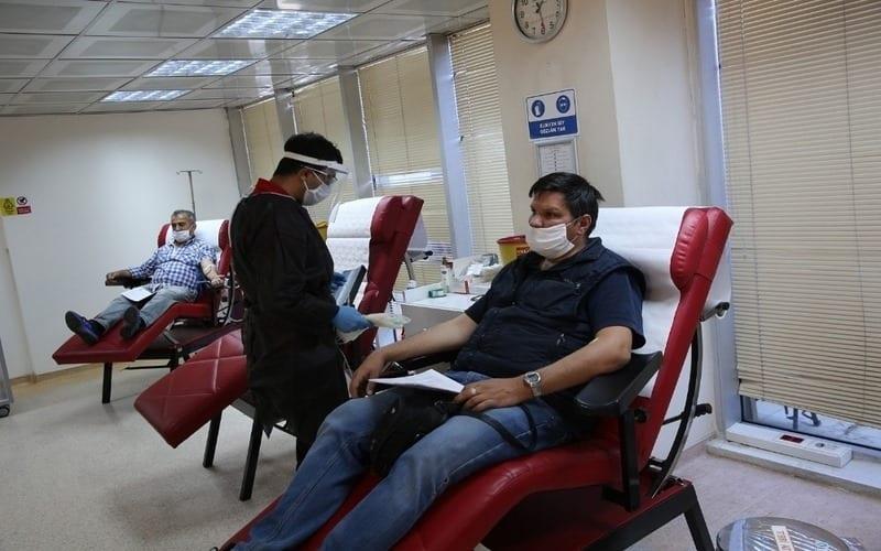 الهلال الأحمر التركي يدعو المواطنين للتبرّع بالدم