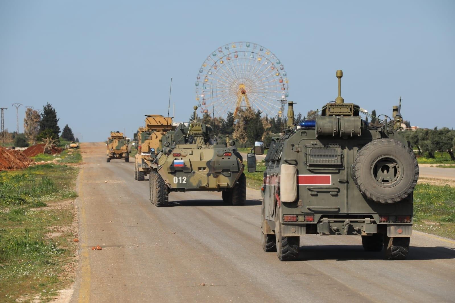 """تركيا تقتل شخصين في مواجهات مع أهالي إدلب المعتصمين على الطريق """"M4"""""""