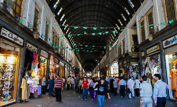 التجار غير راضون عن قرار الحكومة بإعادة فتح المحلات