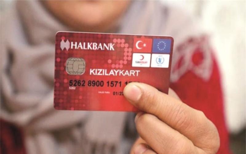 """سوريون يشتكون من إيقاف مساعدات """"كرت الهلال الأحمر"""" بتركيا"""