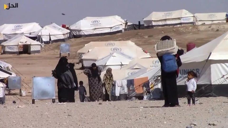"""117 عائلة تغادر """"مخيم الهول"""" إلى ريف ديرالزور بعد وساطة عشائرية"""