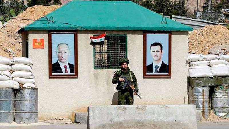 صورة تعبيرية من حاجز في سوريا تظهر الزعيمين السوري بشار الأسد والروسي فلاديمير بوتين