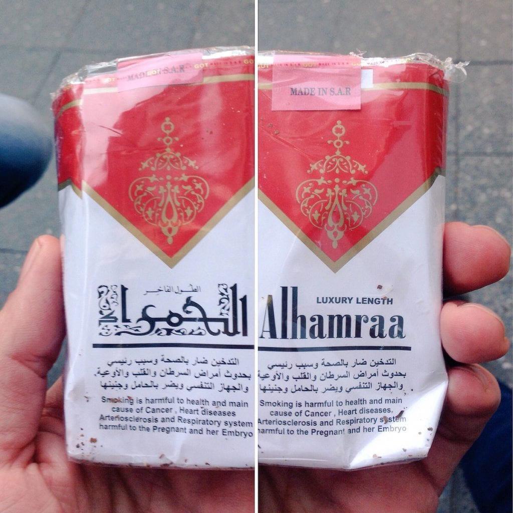 """باكيت ماركة """"حمرا"""" من السجائر السورية"""