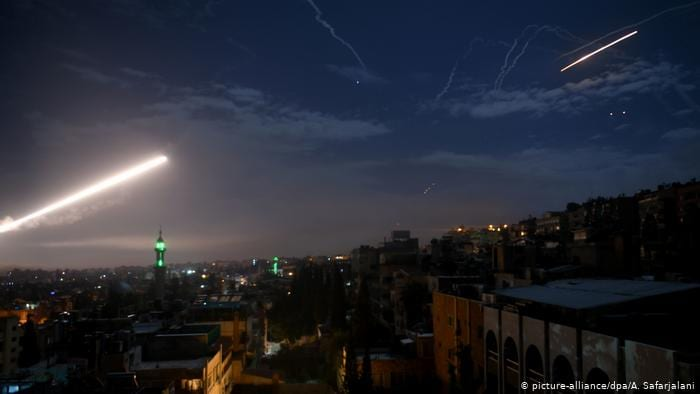 """الطيران الإسرائيلي يشنّ """"معركة مفتوحة"""" ضد إيران في سوريا، وطهران تردّ بالصمت"""