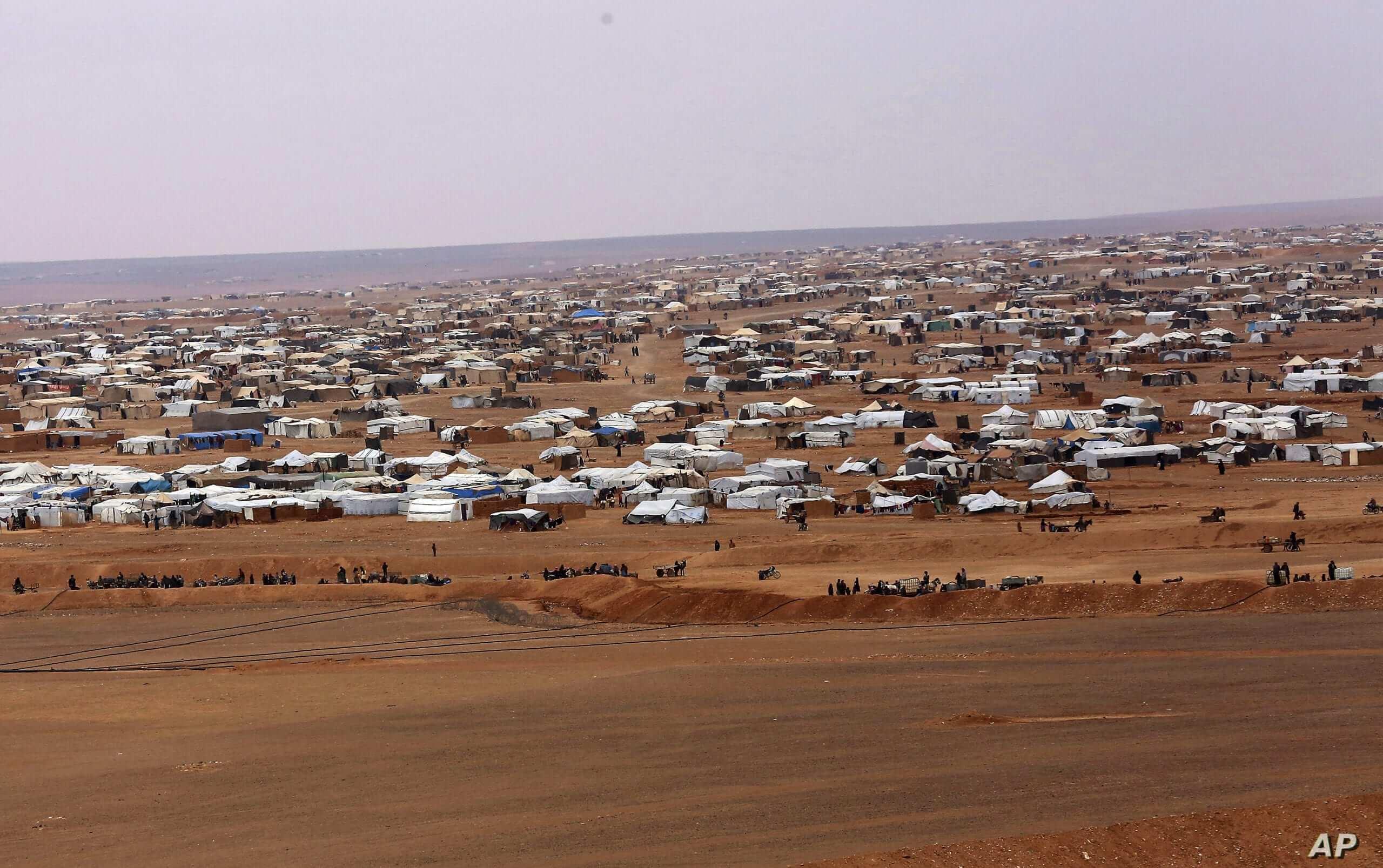 """مخيم الركبان بلا وقاية من """"كورونا""""، والمساعدات من نصيب """"داعش"""""""