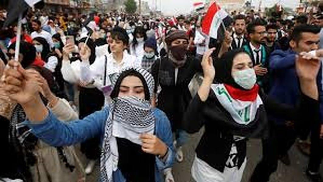 «عشَرات الإصابات»… الأمن يقمع حمَلَة الشهادات العُليا في بغداد بالعُصي الكهربائية والهراوات (فيديو)