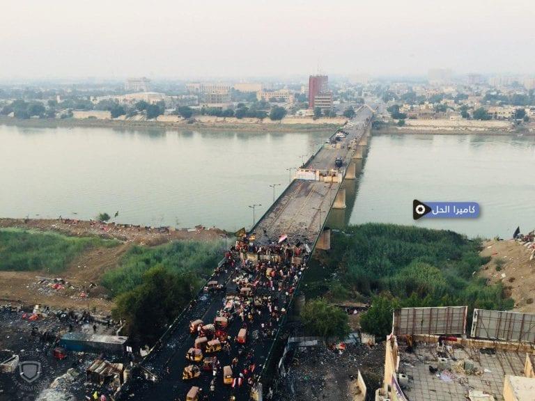"""(فيديو): «الخال ورَبْعَة، باطل».. تظاهرة حاشدة في ذكرى """"القَنّاص"""" ببَغداد"""