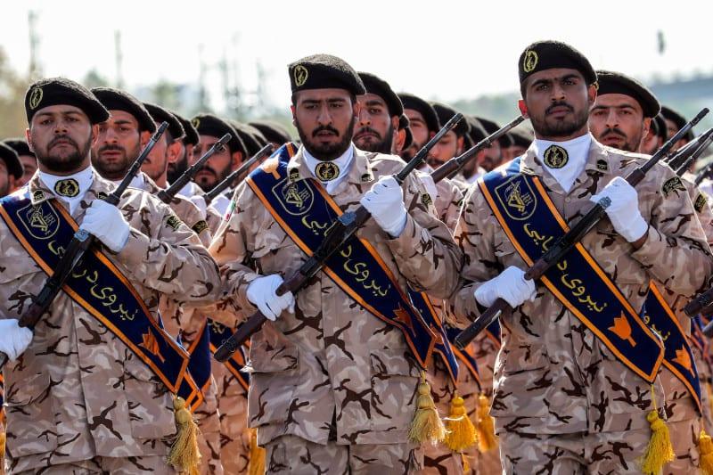 إلى سوريا ولبنان.. ضباطٌ إيرانيون يُهرّبون ملايينالدولاراتلدعم المليشيات