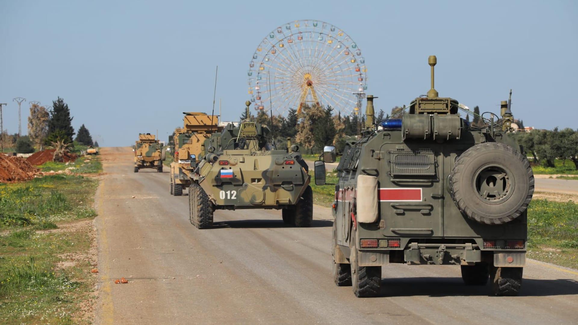 """أثناء تسيير دورية مشتركة تركية- روسية.. """"تحرير الشام"""" تعتدي على 7 ناشطين بريف إدلب"""