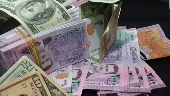 مجدداً… الليرة السورية تتخطى الـ 3000 للدولار الواحد