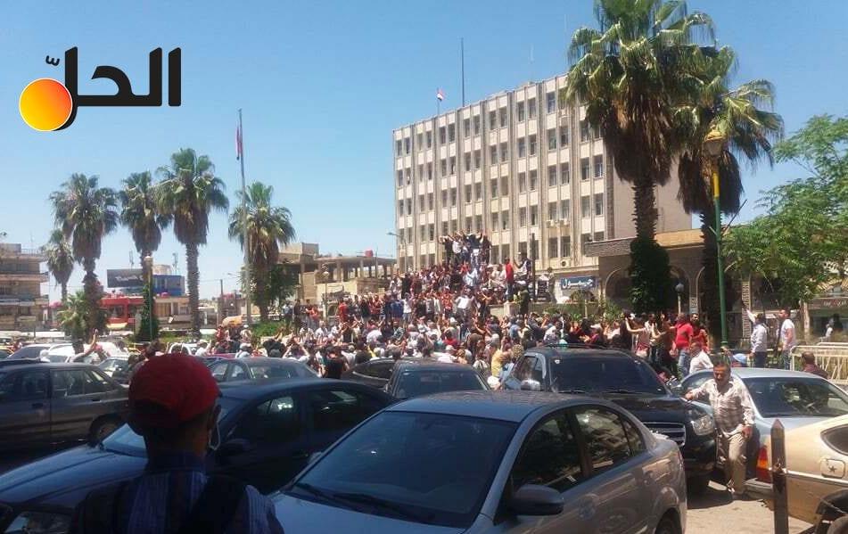 """مظاهرات """"السويداء"""" تتواصل والسلطة السورية تحشد لمسيرة مؤيدة بالإكراه وتهديد الموظفين"""