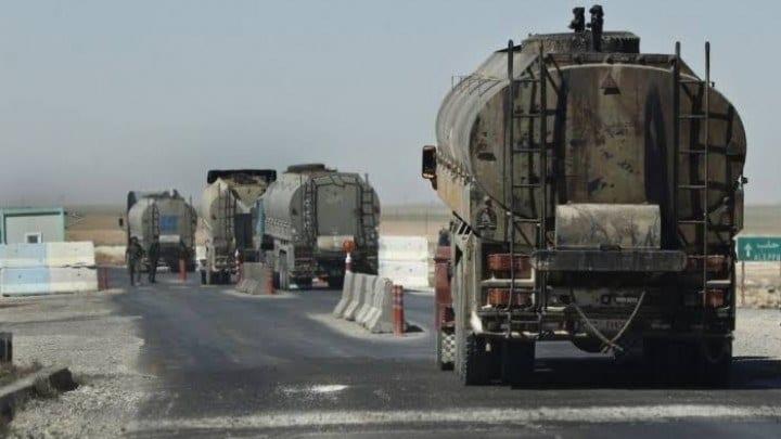 """المئات من صهاريج نقل النفط تصل إلى """"القامشلي"""" والإدارة الذاتية ترفض التعليق"""