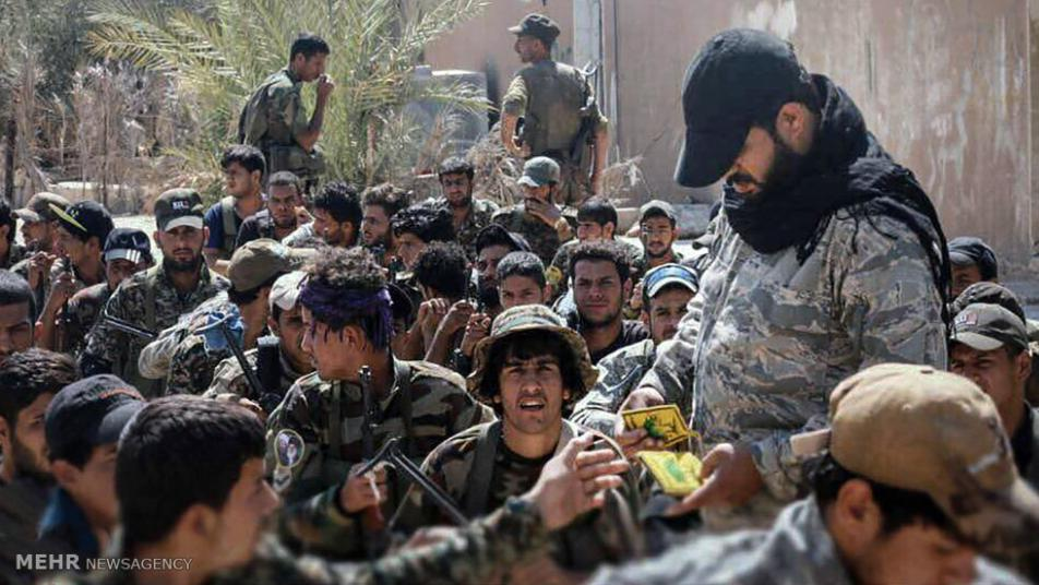 """""""الثوري الإيراني"""" يعتقل عناصر موالية للجيش السوري في ديرالزور"""