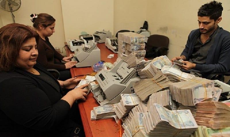 """""""الورقَة البيضاء"""": مُوظّفو العراق ضحيّتها لـ /3/ سنوات"""