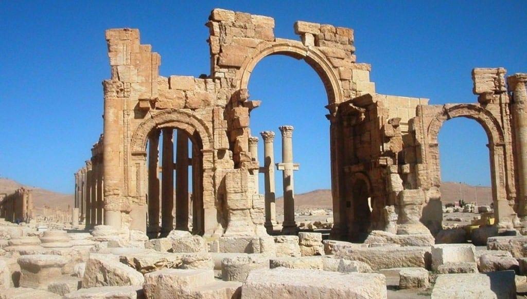 معبدٌ تدمري قديم من ضمن المسروقات.. فرنسا تكشف شبكة تهريب آثار