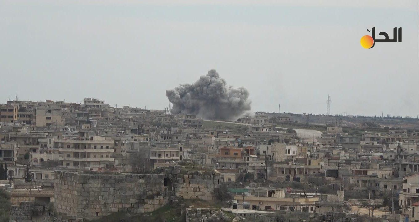 مقتل مدني وإصابة آخرين باستهداف قوات «الحكومة السوريّة» لمواقع جنوبي إدلب