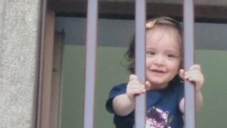"""صورة لطفلة سجينة بتركيا تهز مواقع التواصل الاجتماعي وتكشف انتهاكات """"أردوغان"""""""