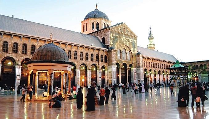 من ضمنها سوريا والعراق.. حكاية تحوّلات أشهر أماكن العبادة في العالم