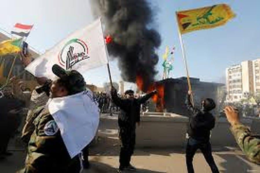 """الميليشيات العراقية.. من قمع الاحتجاجات إلى مُساندتها """"ظاهِرياً"""": هذا السبَب"""