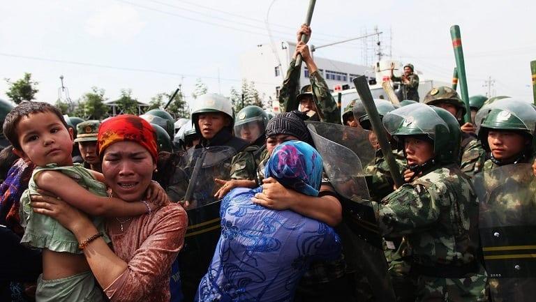 إجهاضُ النّساء وإجبارهنّ على اللولب الرّحمي.. ممارسات الحكومة الصّينيّة لإبادةٍ ديمغرافيّة بحقِ (الأيغور)