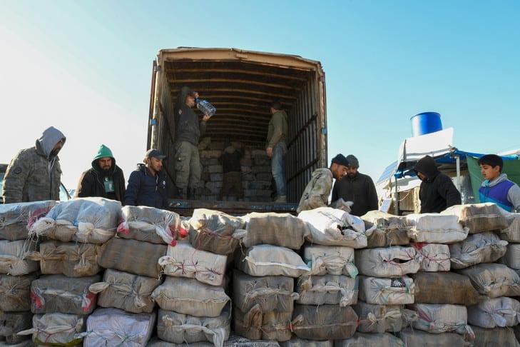 المساعداتُ الإنسانيّة للسوريين.. دولٌ تمنحها ودمشق تُعرقل وصولها