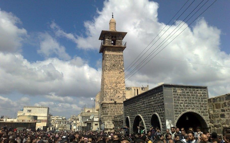 """(فيديو) على وقع هتافاتٍ ضد """"الأسد"""".. فيلق """"روسيا"""" الخامس يحتفل بتخريج دفعة مقاتلين في درعا"""