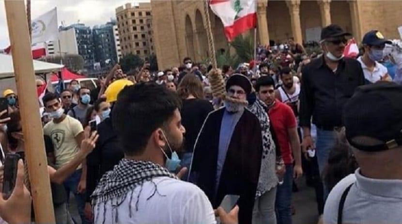 «حزب الله.. إرهابي».. متظاهرو بيروت ينصبون المشانق