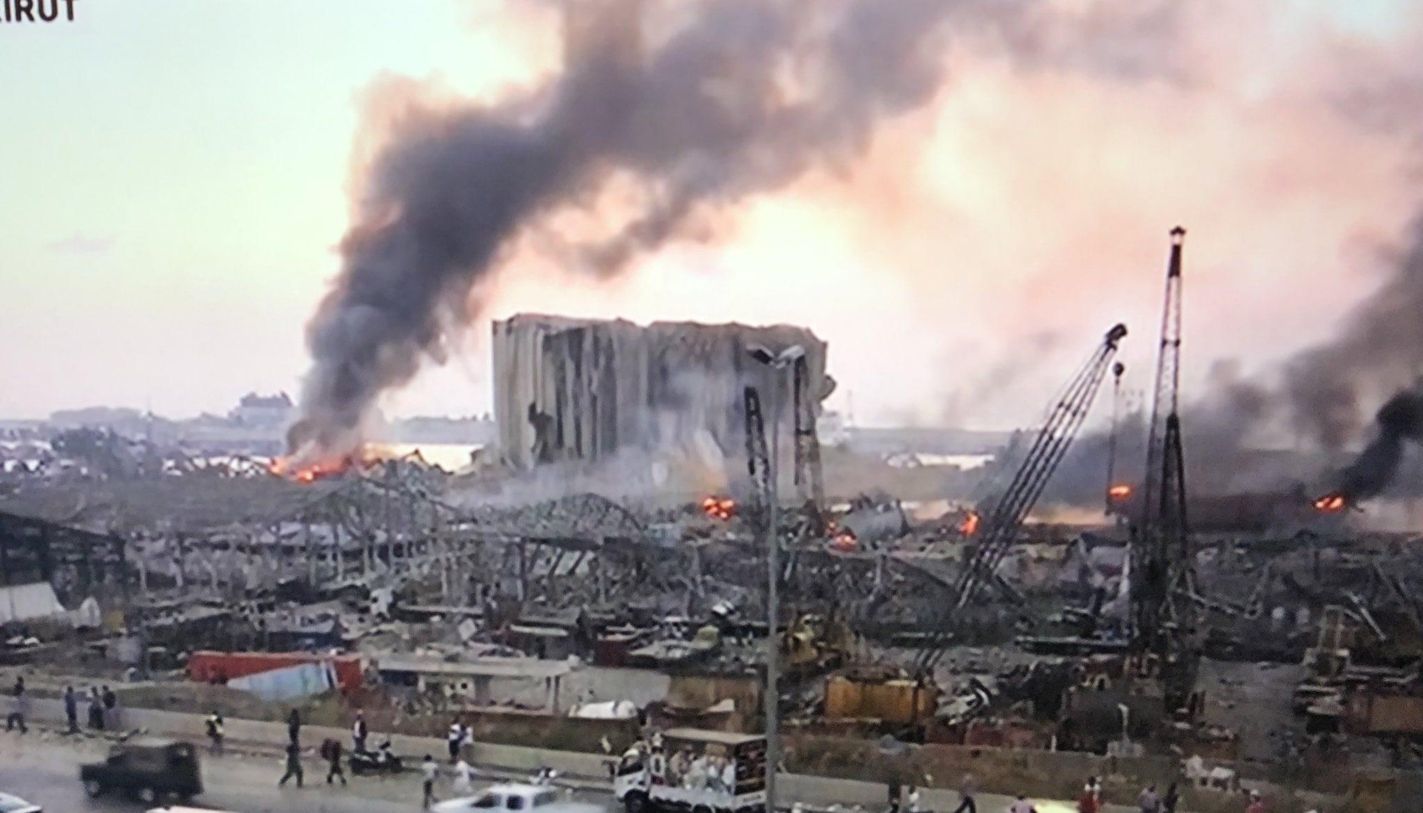 انفجار بيروت… آثار مزلزلة على الليرة السورية وسماسرة الالتفاف على العقوبات