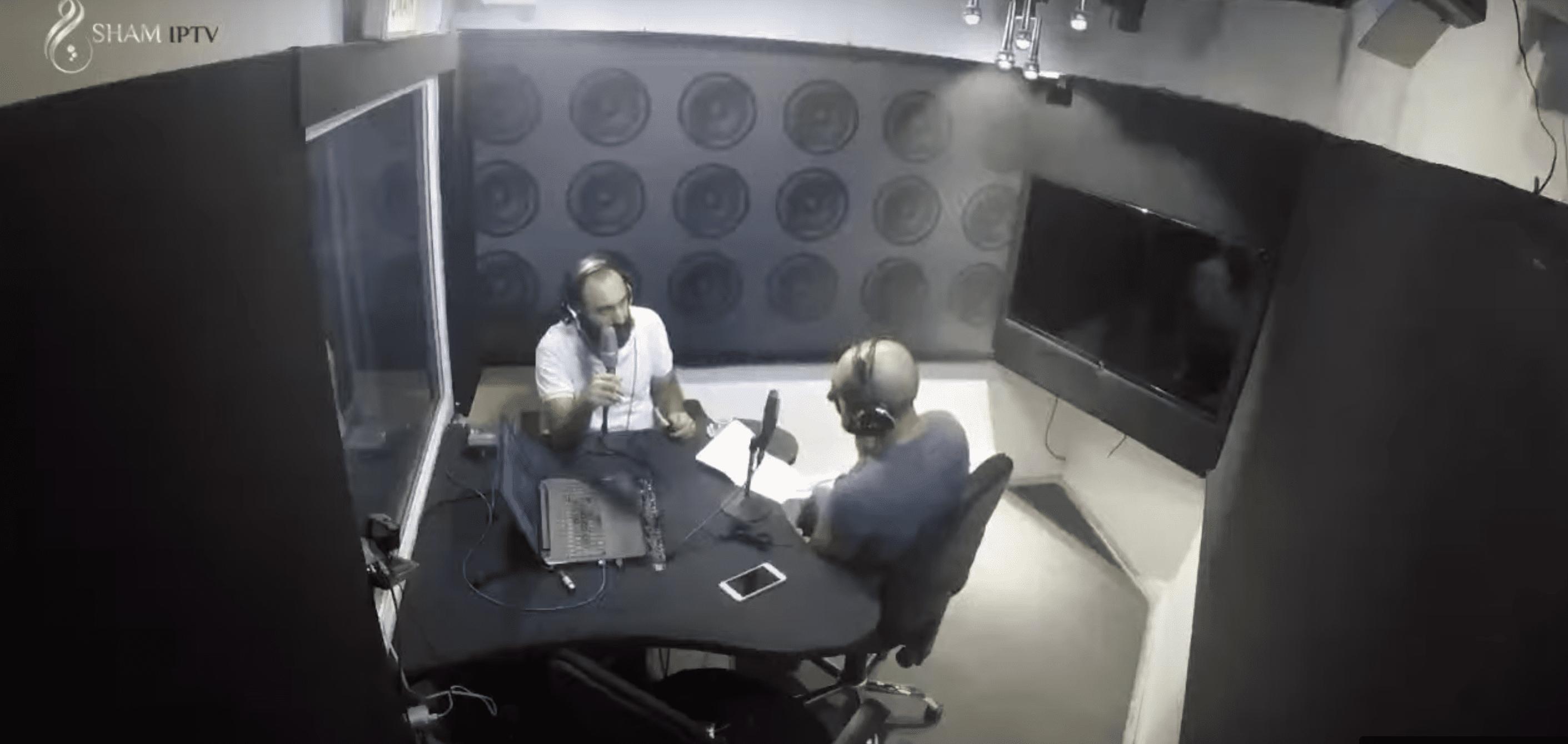 """(فيديو) فنان وممثل سوري ينضم إلى المواجهات بين """"كاريس بشار"""" و""""زهير رمضان"""".. ماذا قال؟"""