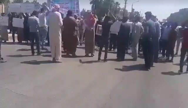 ريف الرقة.. أهالي يتظاهرون ضد الحكومة السورية ومليشيات إيران