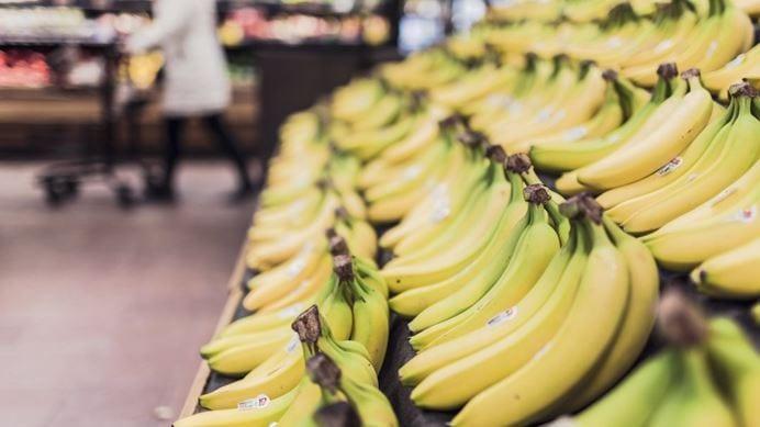 السورية للتجارة تستورد 1500 طن موز… وراتب الموظف بـ 7 كيلو!