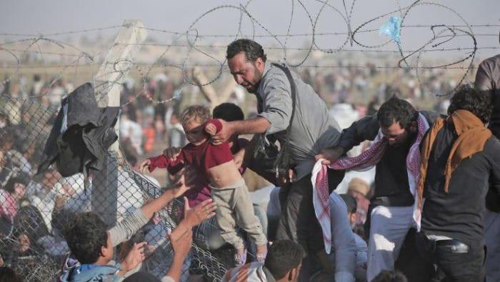 اللاجئون السوريون والعودةُ المستحيلة.. كيف تستغلهم دول المَهْجَر؟