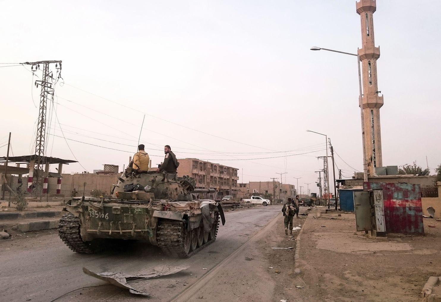 بعد خسائر فادحة بالأرواح والعتاد: إيران تغيّر مواقعها في دير الزور هرباً من الاستهدافات الجوية