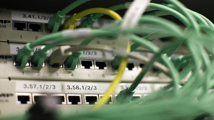 بعد الكهرباء… تقنين للإنترنت في سوريا ولا بوابات جديدة!
