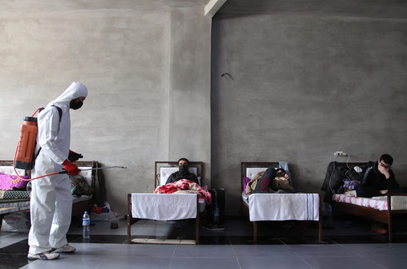 فَضيحةُ مَقابر وَفيات كورونا بريفِ دمشق تُنذِرُ بكارثةٍ على السّوريين
