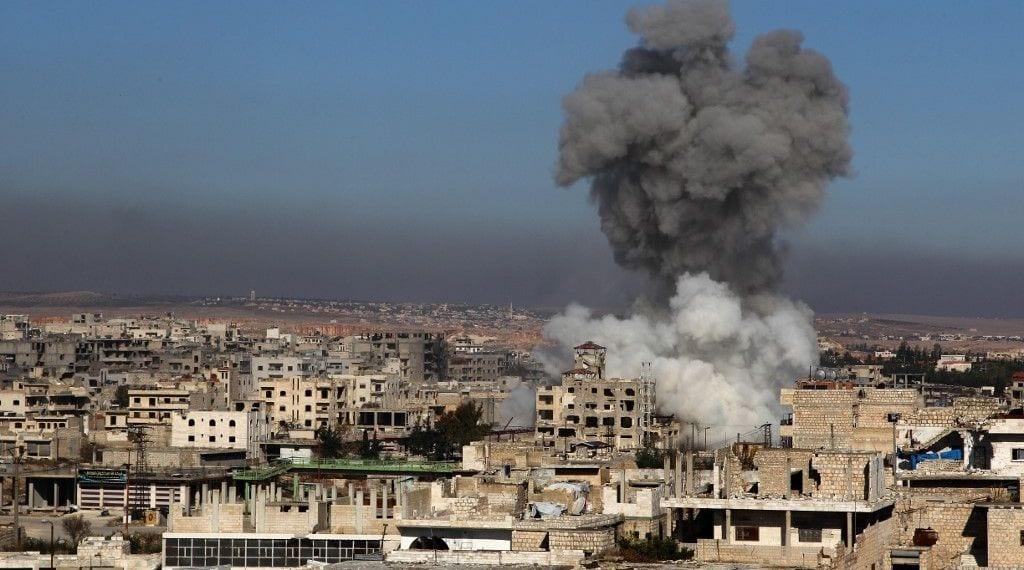 8 طائرات روسية تتناوب على قصف مواقع قرب مدينة إدلب