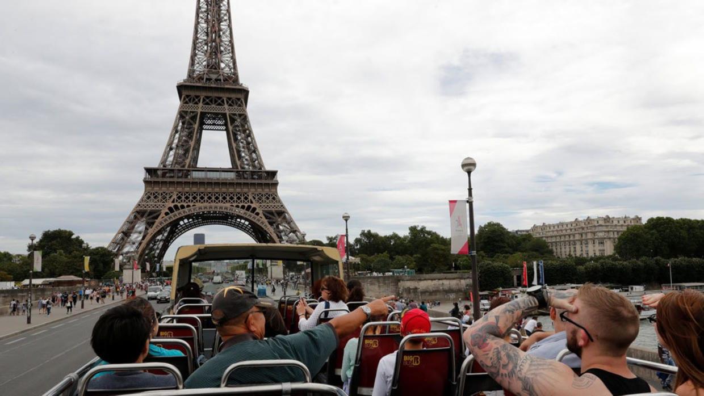 """تهديدٌ بعملٍ عدائيّ يدفع الشرطة الفرنسية إلى إخلاء برج """"إيفل"""""""