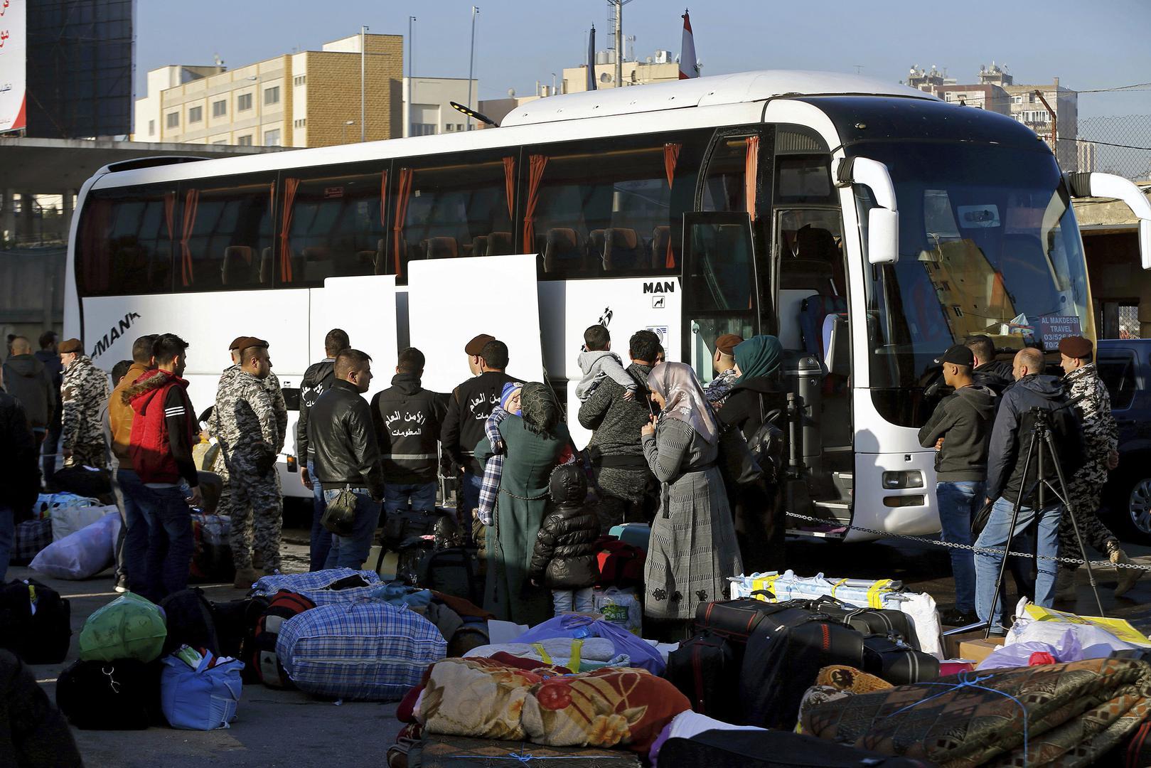 بلا تفاصيل… عرنوس يعفي من تصريف 100 دولار عند الحدود السورية اللبنانية!
