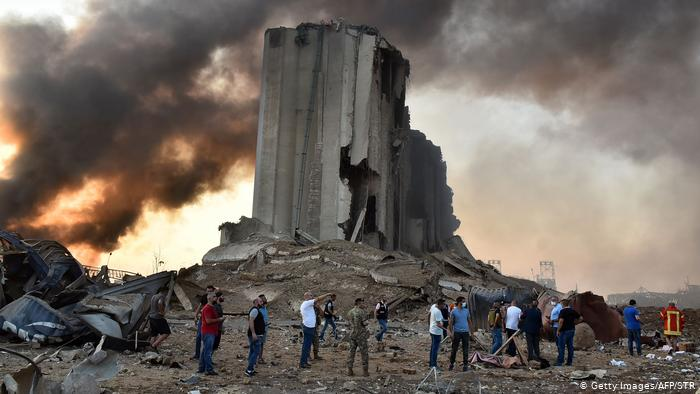 بعد انفجارِ مِرفأ بيروت.. اللاجئون السّوريّون يدفعون ثمناً باهظاً